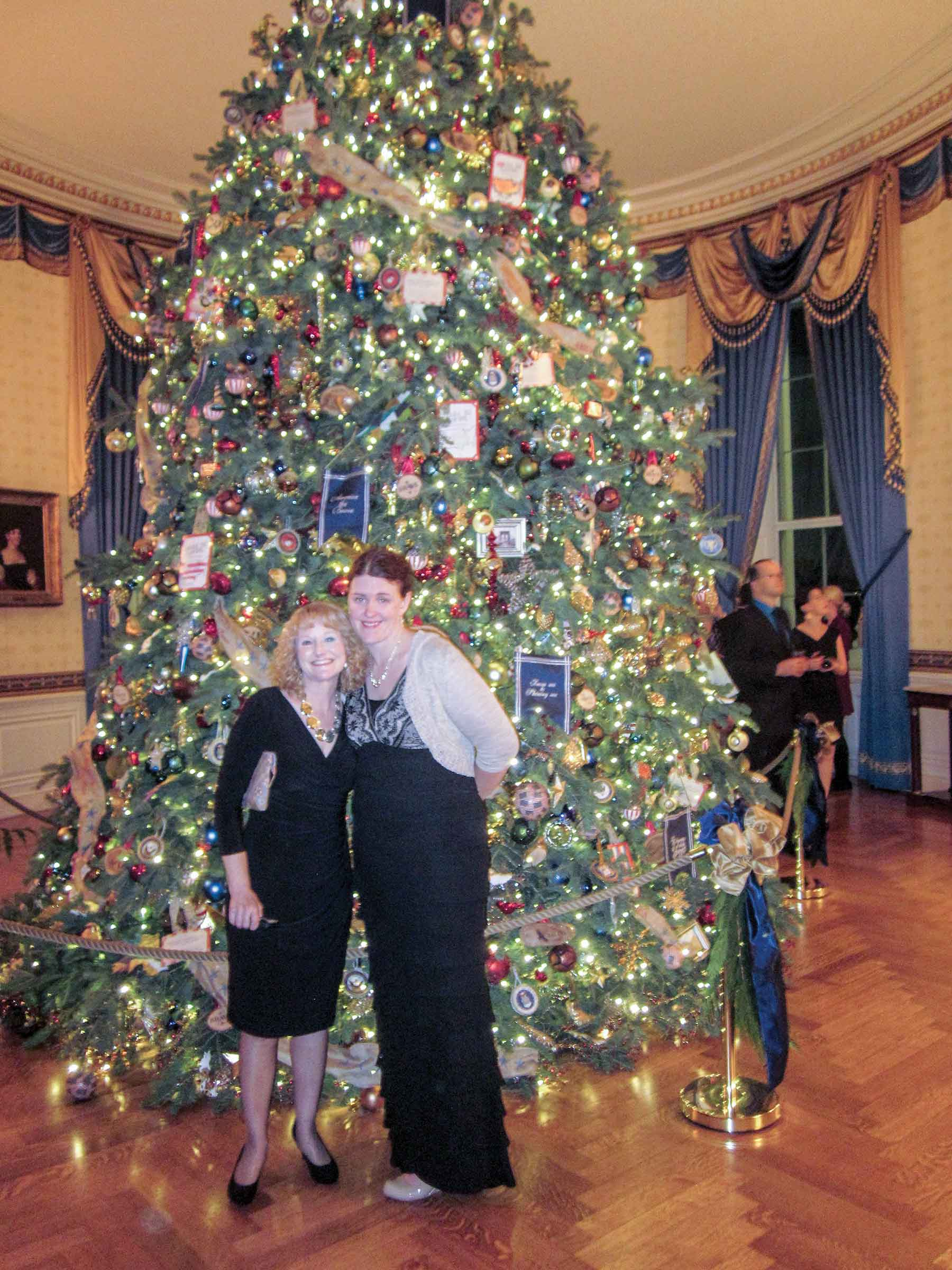 Carin Barrett Right Poses In Front Of The White House S Offi Cal Christmas Tree